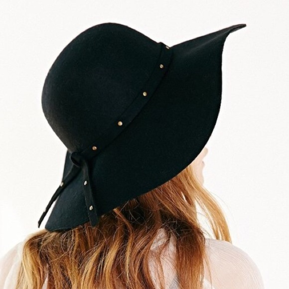 687288acb20e0 Urban Outfitters Accessories